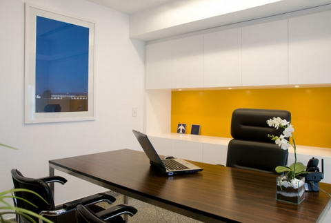 Office inspiration atelier paralelo m rio l cio business for Small professional office design