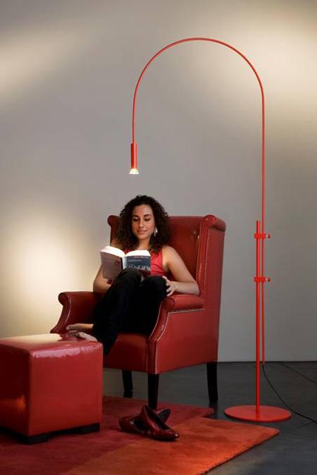 C est sous la lampe qu il fait le moins clair by Franck Heymans red
