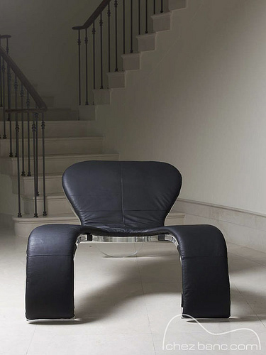 D amore naked chair by Russell Grigg Chez Banc black leather