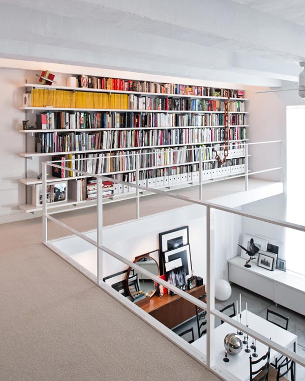 New York loft by MAS Mezzanine library